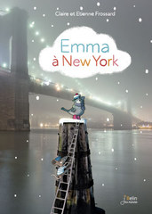 Emma à New York - Emma et ses parents coulent des jours heureux à New York, au coeur de Central Park. Mais un matin, Emma prend une grande décision : elle veut partir à l'aventure. Elle veut voir Paris, la tour Eiffel...<BR>Un long voyage, qui commence dans les rues de New York : de Broadway Avenue au quartier de Little Italy, du Flatiron building au pont de Brooklyn, Emma nous entraîne dans une visite enchantée de Big Apple.